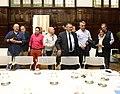 La alcaldesa se reúne con los representantes del sector del taxi para solucionar sus problemas 04.jpg