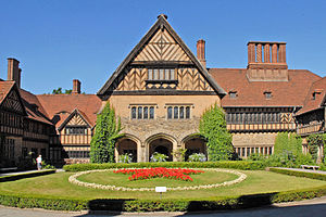 Cecilienhof - Cecilienhof Palace seen from the commemorative courtyard, with the Soviet red star in the foreground