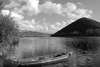 Lago di Piediluco -B&W.jpg
