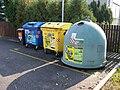 Lahovice, K novým domkům, kontejnery na tříděný odpad.jpg