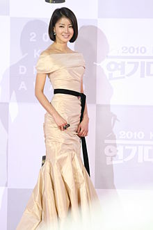 Lee Si-Young.jpg