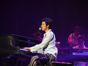 Wang Leehom - Wang Leehom playing the piano at 2007 Heroes of Earth concert in Las Vegas.