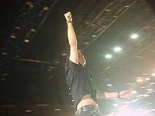 Ligabue durante il concerto Ellesette del 20 dicembre 2007