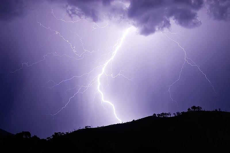 File:Lightning strike jan 2007.jpg