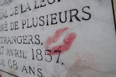 Lipstick @ Tomb of Baudelaire @ Cemetery @ Montparnasse @ Paris (32701264931).jpg