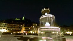 Податотека:Ljubljana Time-lapse - Castle view, New Square, Ljubljanica.webm