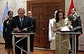 Llegada de la Ministra de Defensa de Ecuador (8508057559).jpg