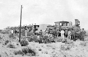 Central Chubut Railway - Locomotive and workers in Torre José, c. 1900.