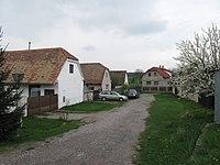 Lovčice (okres Hradec Králové), chalupy.jpg