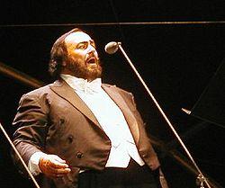 Pavarotti egy 2002-es koncerten