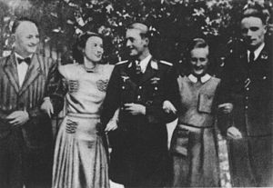 Johannes Steinhoff - Ludwig Hahn (right), with his wife Charlotte, sister of Steinhoff (center).