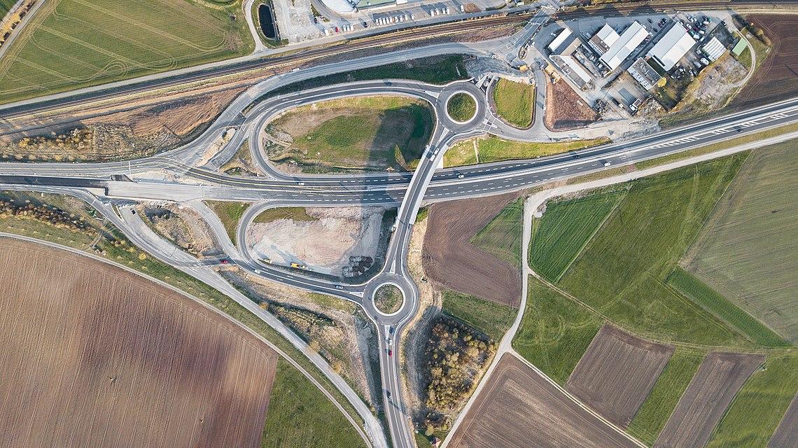 Luftbild der Auffahrt auf die neue B28 bei Weilheim.jpg