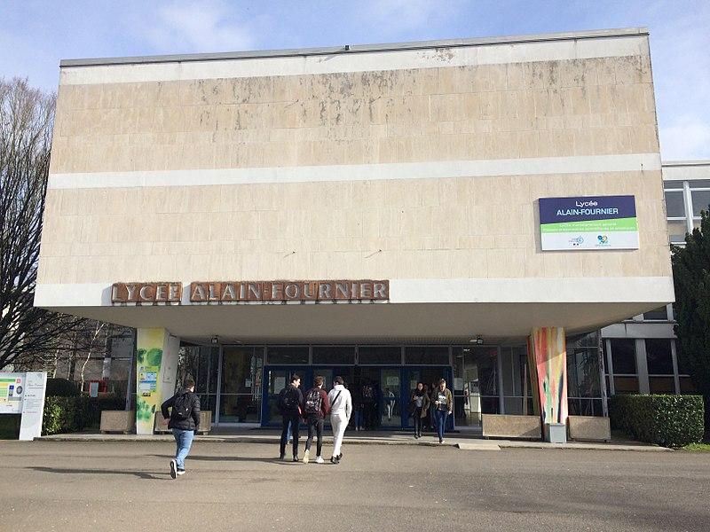 Entrée du lycée Alain-Fournier