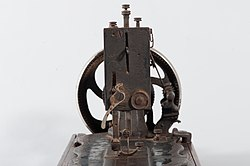 Máquina de Costura (1-06-04-000-07055-00-00-10).jpg