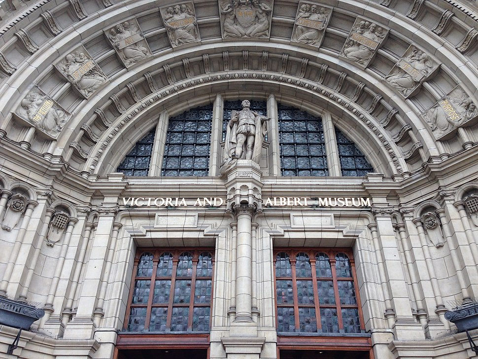 Main entrance of Victoria and Albert Museum