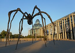Maman - Louise Bourgeois - 03 (Cropped).jpg