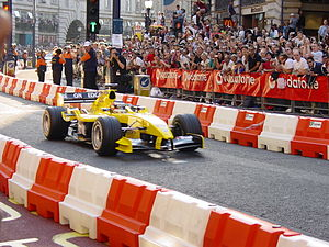 Jordan EJ14 - Nigel Mansell demonstrates an EJ14 in the streets of London in the days leading up to the 2004 British Grand Prix.