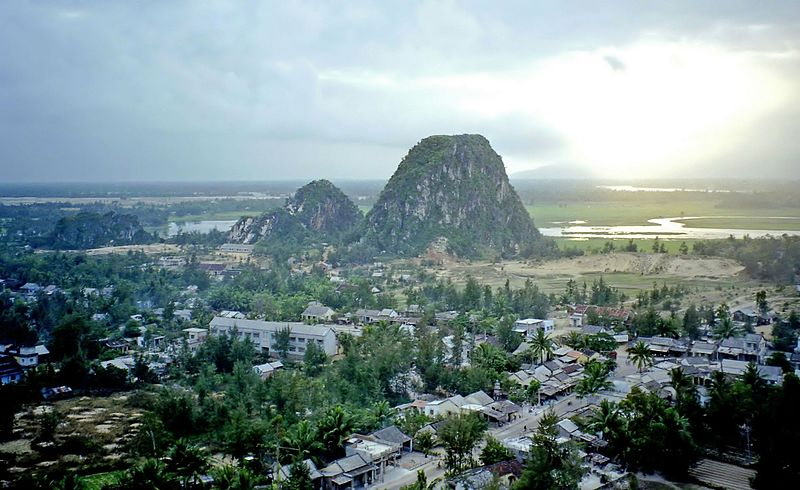 Tập tin:Marble Mountains, Vietnam.jpg