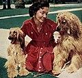 Mari Blanchard with Querida and Loreli, 1954.jpg