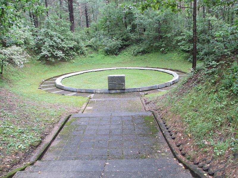 File:Mass Grave in Ponar.JPG