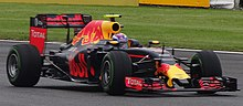 Photo vue de droite de la Red Bull RB12 de Verstappen