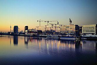 Mediaspree - Mediaspree in 2017, cranes showing the future Entertainment District