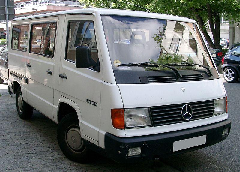 Datei:Mercedes-Benz MB100 front 20080704.jpg