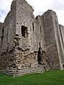 Middleham Castle castle remains.jpg