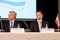 Ministru prezidents Valdis Dombrovskis publiskās lekcijas ietvaros kopā ar Somijas Ministru prezidentu Jirki Katainenu (Jyrki Katainen) salīdzina Somijas un Latvijas pieredzi ekonomisko krīžu pārvarēšanā 16.09.11. (6152180789).jpg