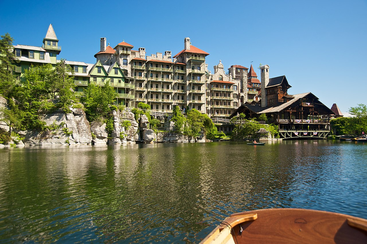 File mohonk mountain house 2011 guest rooms seen from boat for Mountain house media