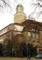 Building trade school on Robert-Schmidt-Strasse