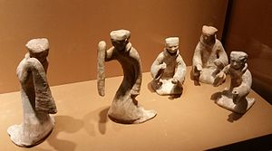 History of Chinese dance - Han dynasty figurines showing dancers with long sleeves