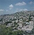 Nazareth Blik over de stad met links op de heuvel de kerk van de Salesianen en , Bestanddeelnr 255-9364.jpg