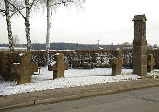 Martersäule und Steinkreuze, sogenannte Dreißig Pfarrherrn