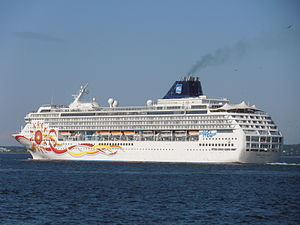 Norwegian Sun Port Side Tallinn 5 August 2012.JPG