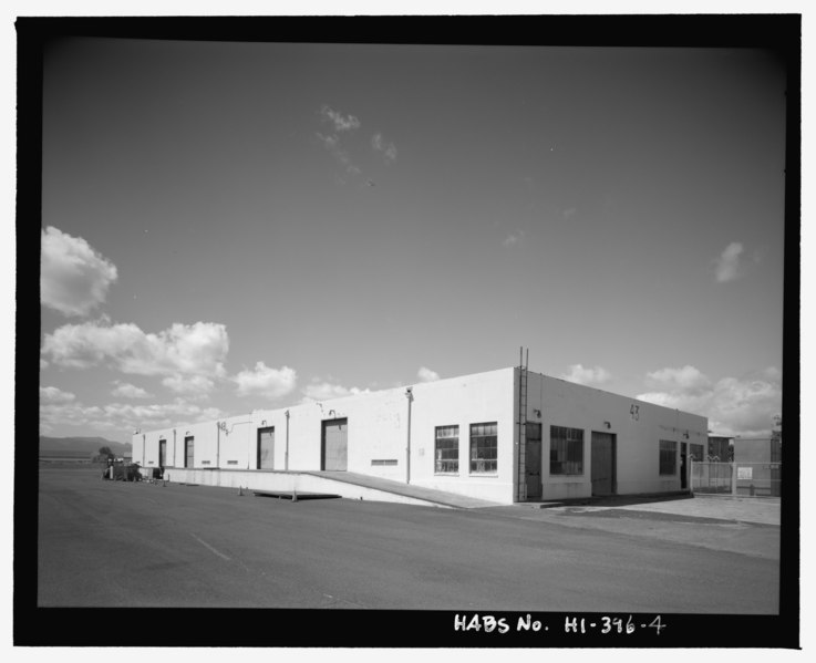 File:Oblique view of southeast end and southwest side - U.S. Naval Base, Pearl Harbor, Paint and Oil Storehouse, Pokomoke Street and Lexington Boulevard, Pearl City, Honolulu County, HI HABS HI-396-4.tif