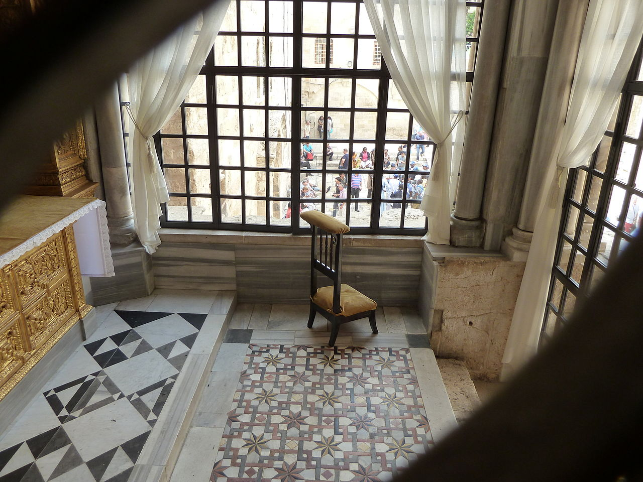 Der Vorhof - parvis der Grabeskirche - Sehenwürdigkeit in Israel - vergrößerbar