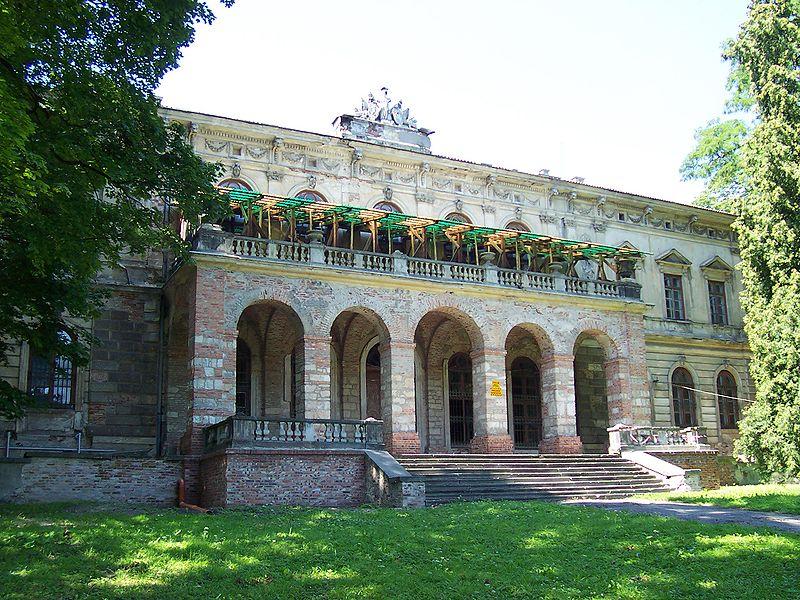 Pałac na terenie zamku w Pilicy