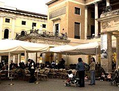 236px-Padova-Il_dehor_del_Caff%C3%A8_Pedrocchi