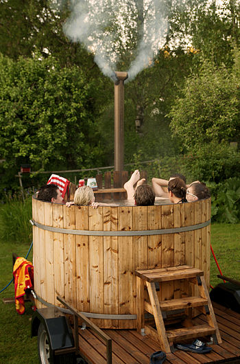 English: Weekend in a Finnish hot tub. Suomi: ...
