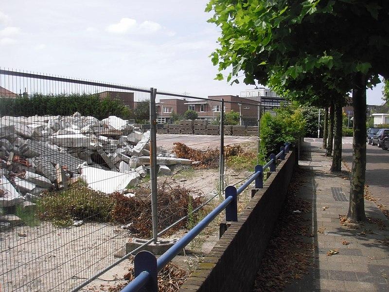 File:Panoramio - henkiedenkie - Juliana van Stolbergschool afgebroken - Looksingel - Den Hoorn - 2009.jpg