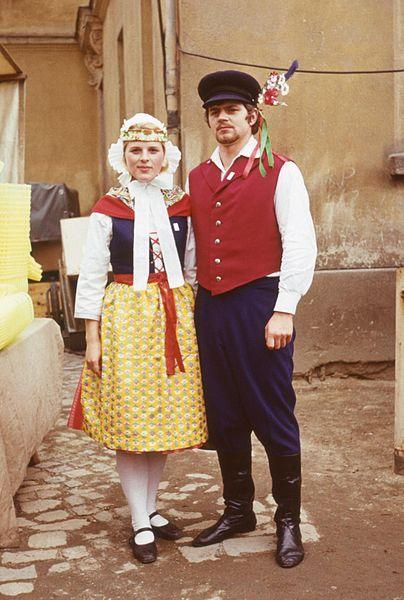 File:Para w stroju dolnołużyckim - Budziszyn - 000678s.jpg