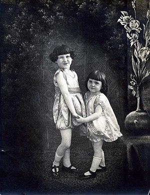 Lassie Lou Ahern - Lassie Lou Ahern with her older sister Peggy Ahern (c. 1921-1922)