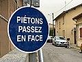 Piétons passez en face, rue de Saint-Martin (Miribel).jpg