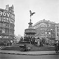 Piccadilly Circus met de Eros-fontein, Bestanddeelnr 254-1969.jpg