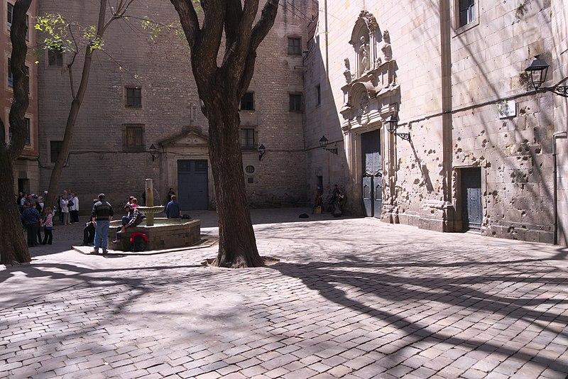 File:Plaza de San Felipe Neri. Barcelona.jpg
