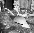 """Plug- """"drevo"""" (naslednja razvojna stopnja od starega lesenega), manjka črtalo. Kozana 1953.jpg"""