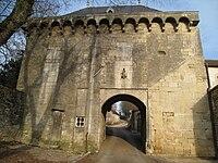 Porte fortifiée de Montsaugeon.jpg