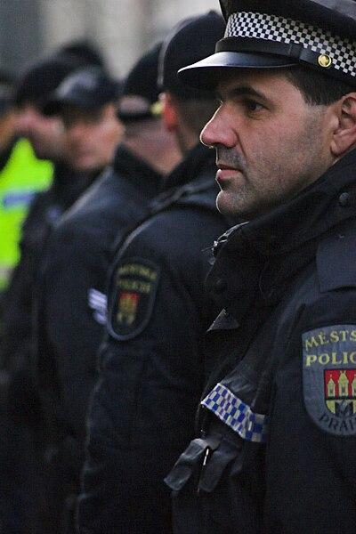 Soubor:Prague city guard, policeman.jpg