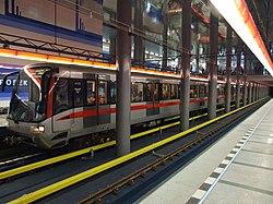 Praha, Prosek, stanice metra Prosek, vlak II.jpg
